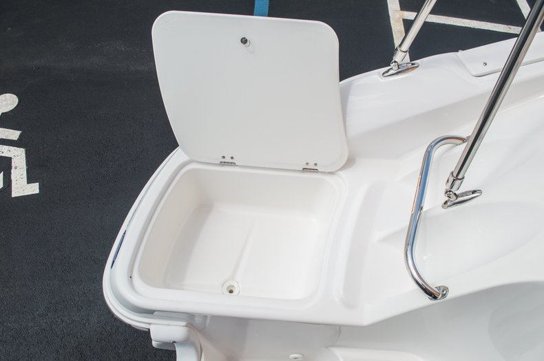 Thumbnail 17 for Used 2013 Hurricane SunDeck SD 2000 OB boat for sale in West Palm Beach, FL