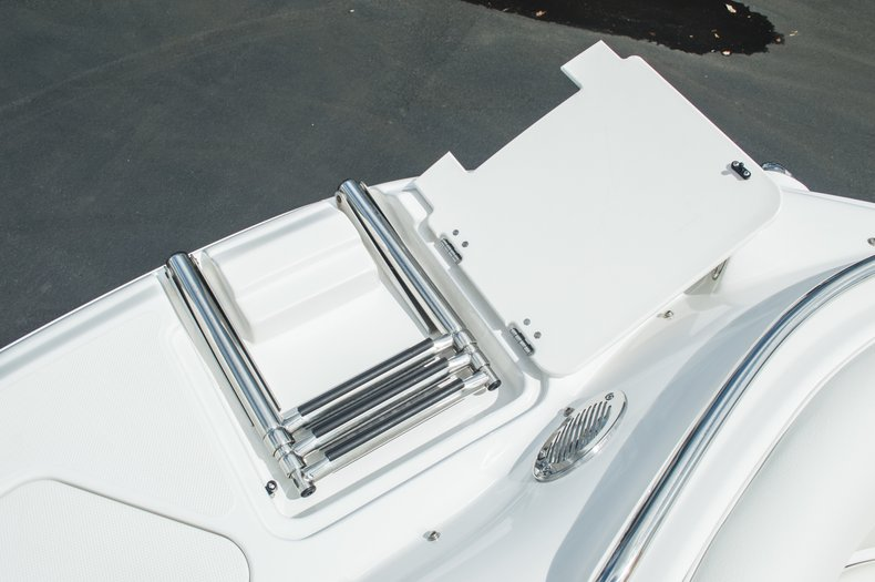 Thumbnail 46 for Used 2013 Hurricane SunDeck SD 2000 OB boat for sale in West Palm Beach, FL