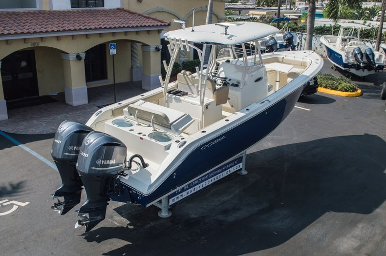 Thumbnail 10 for New 2015 Cobia 296 Center Console boat for sale in West Palm Beach, FL