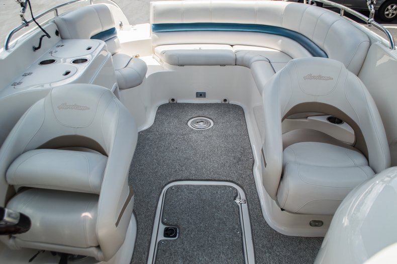 Thumbnail 29 for Used 2007 Hurricane Sundeck 257 DC boat for sale in West Palm Beach, FL