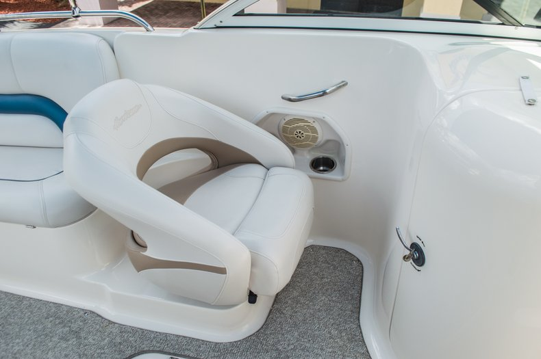 Thumbnail 31 for Used 2007 Hurricane Sundeck 257 DC boat for sale in West Palm Beach, FL