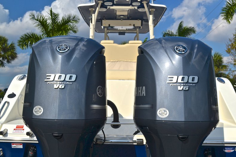 Thumbnail 11 for New 2013 Cobia 296 Center Console boat for sale in West Palm Beach, FL