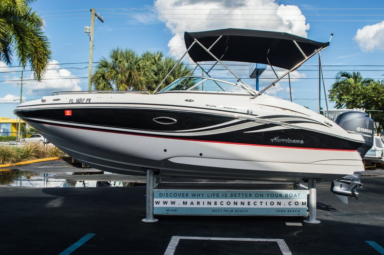 Thumbnail 4 for Used 2014 Hurricane SunDeck SD 2200 DC OB boat for sale in West Palm Beach, FL