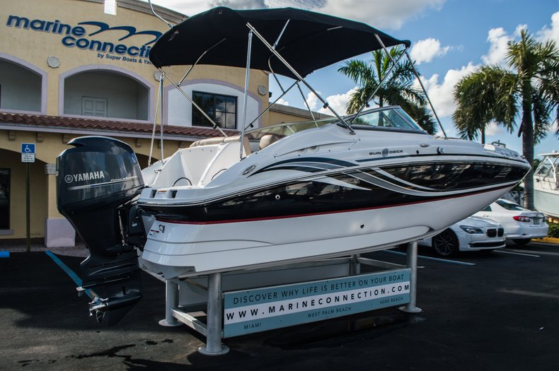 Thumbnail 7 for Used 2014 Hurricane SunDeck SD 2200 DC OB boat for sale in West Palm Beach, FL