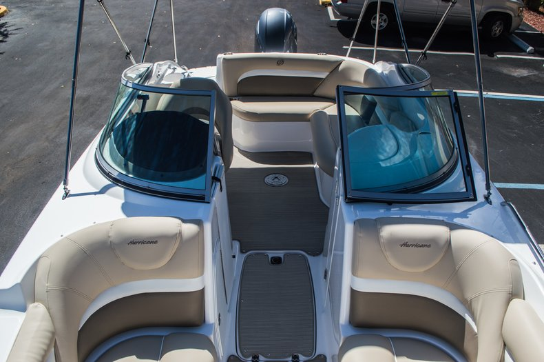 Thumbnail 29 for New 2016 Hurricane SunDeck SD 2200 OB boat for sale in West Palm Beach, FL