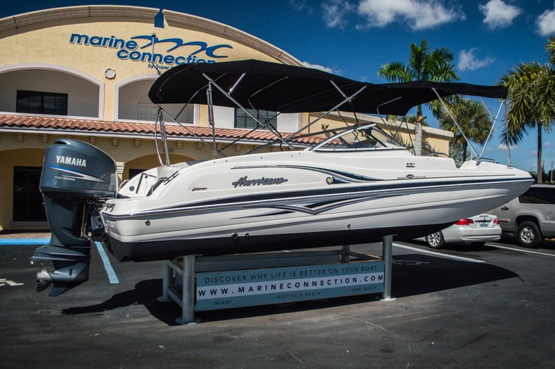 Thumbnail 7 for Used 2006 Hurricane SunDeck SD 237 OB boat for sale in West Palm Beach, FL