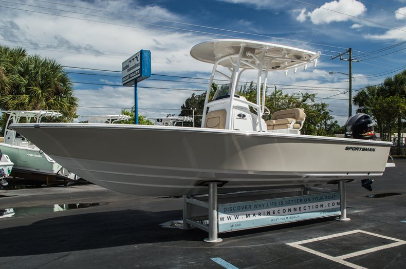 Thumbnail 3 for New 2016 Sportsman Masters 227 Bay Boat boat for sale in West Palm Beach, FL