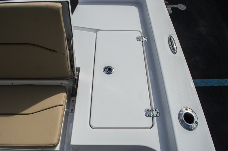 Thumbnail 42 for New 2016 Sportsman Masters 227 Bay Boat boat for sale in West Palm Beach, FL