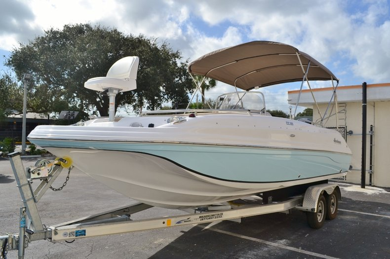 Thumbnail 3 for New 2016 Hurricane SunDeck Sport SS 211 OB boat for sale in West Palm Beach, FL