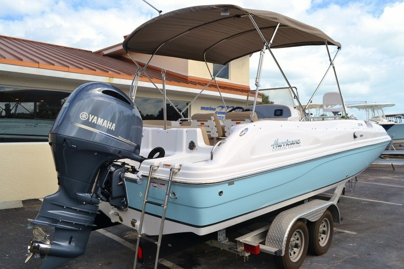 Thumbnail 6 for New 2016 Hurricane SunDeck Sport SS 211 OB boat for sale in West Palm Beach, FL