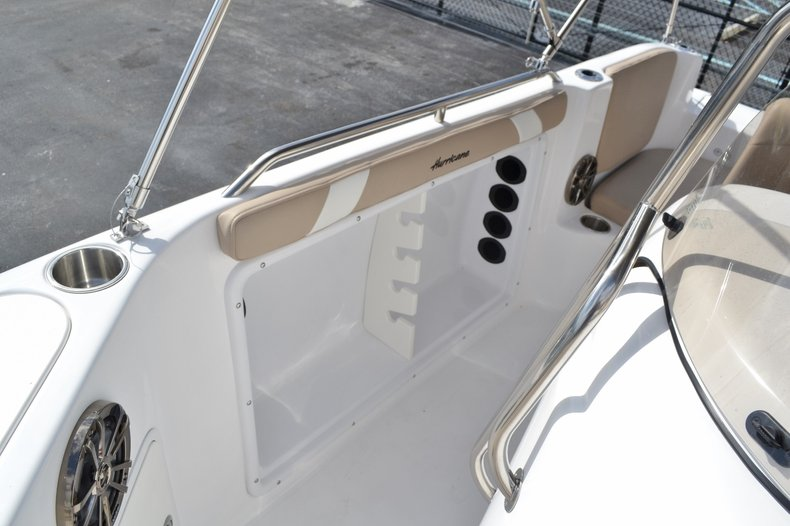 Thumbnail 16 for New 2016 Hurricane SunDeck Sport SS 211 OB boat for sale in West Palm Beach, FL