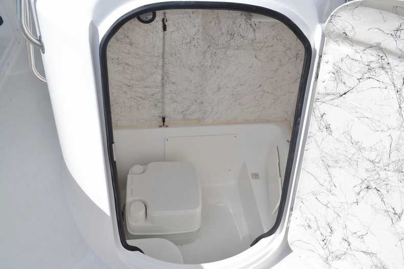 Thumbnail 19 for New 2016 Hurricane SunDeck Sport SS 211 OB boat for sale in West Palm Beach, FL