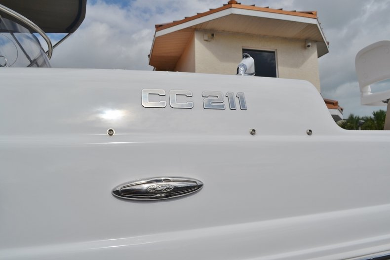 Thumbnail 23 for New 2016 Hurricane SunDeck Sport SS 211 OB boat for sale in West Palm Beach, FL