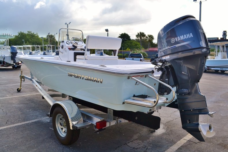 Thumbnail 4 for New 2016 Sportsman 18 Island Bay boat for sale in West Palm Beach, FL