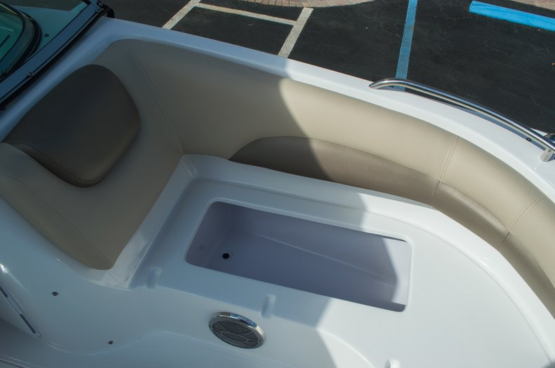 Thumbnail 13 for New 2016 Hurricane SunDeck SD 187 OB boat for sale in West Palm Beach, FL