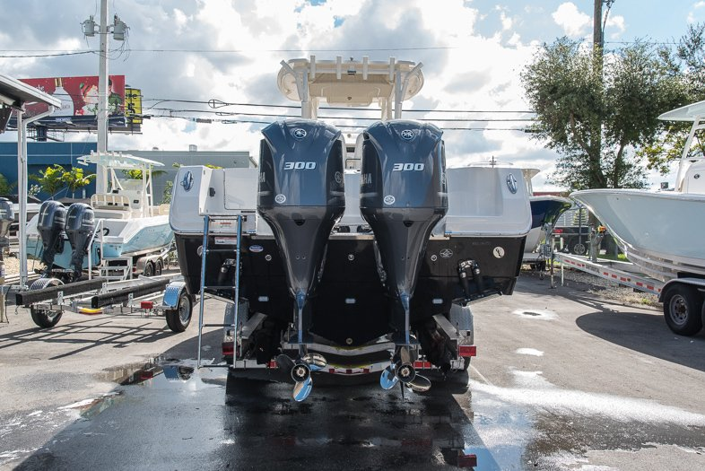 Thumbnail 2 for New 2016 Sailfish 320 CC Center Console boat for sale in West Palm Beach, FL