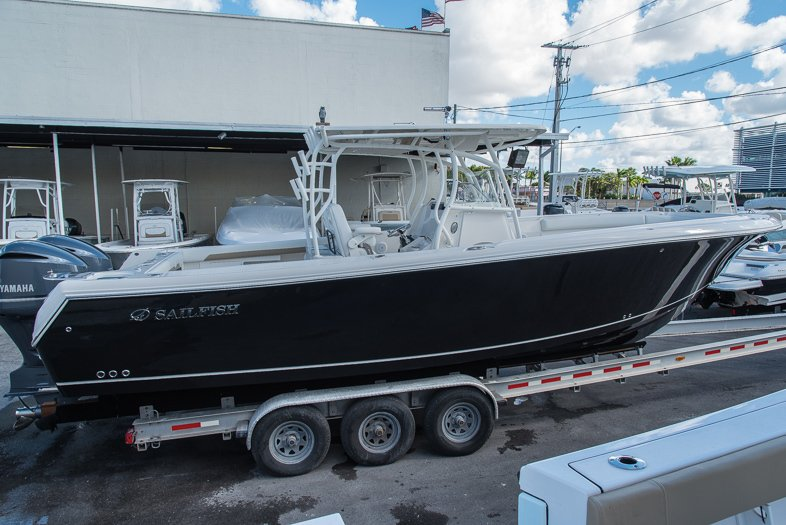 Thumbnail 4 for New 2016 Sailfish 320 CC Center Console boat for sale in West Palm Beach, FL