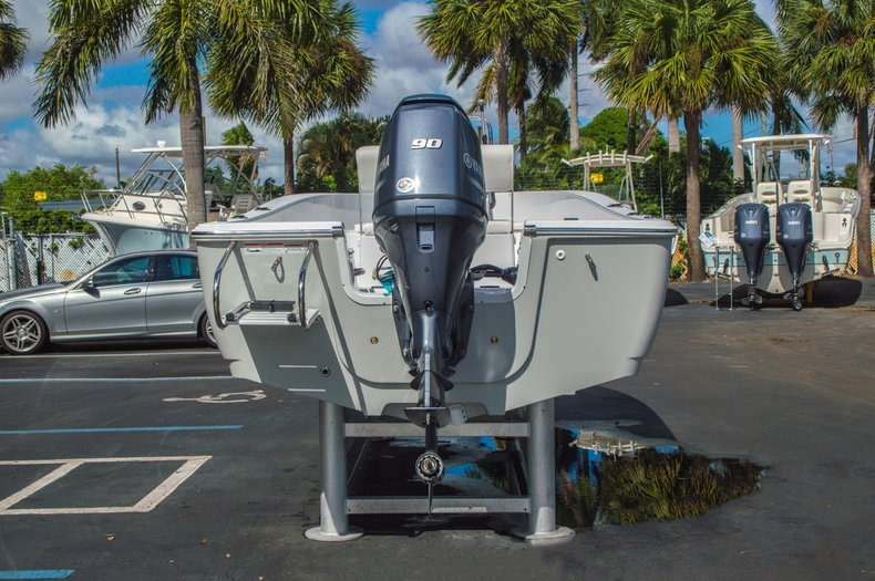 Thumbnail 7 for New 2016 Sportsman 19 Island Reef boat for sale in West Palm Beach, FL