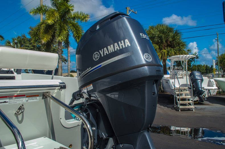 Thumbnail 14 for New 2016 Sportsman 19 Island Reef boat for sale in West Palm Beach, FL