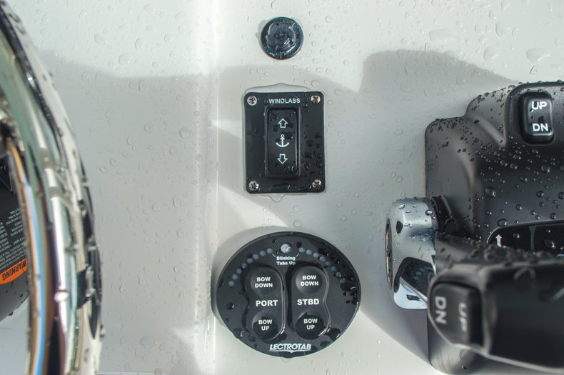 Thumbnail 34 for New 2016 Sportsman Heritage 251 Center Console boat for sale in West Palm Beach, FL