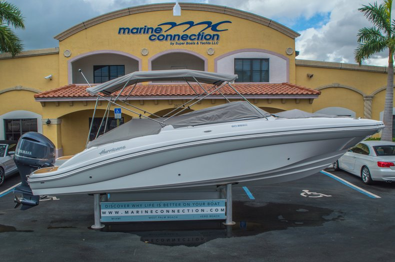 Thumbnail 8 for New 2016 Hurricane SunDeck SD 2690 OB boat for sale in West Palm Beach, FL