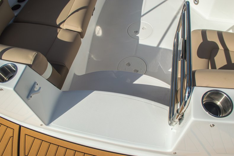 Thumbnail 26 for New 2016 Hurricane SunDeck SD 2690 OB boat for sale in West Palm Beach, FL