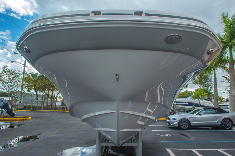Thumbnail 11 for New 2016 Hurricane SunDeck SD 2690 OB boat for sale in West Palm Beach, FL