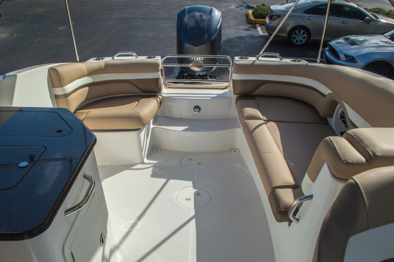 Thumbnail 27 for New 2016 Hurricane SunDeck SD 2690 OB boat for sale in West Palm Beach, FL