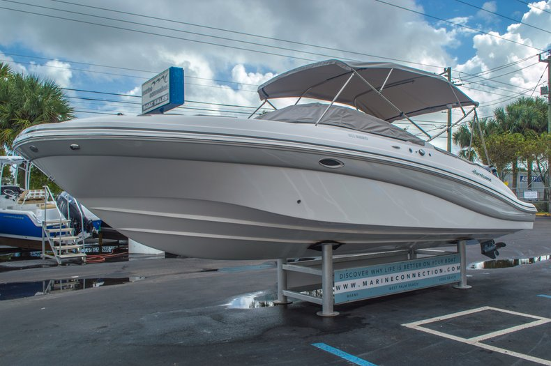 Thumbnail 12 for New 2016 Hurricane SunDeck SD 2690 OB boat for sale in West Palm Beach, FL