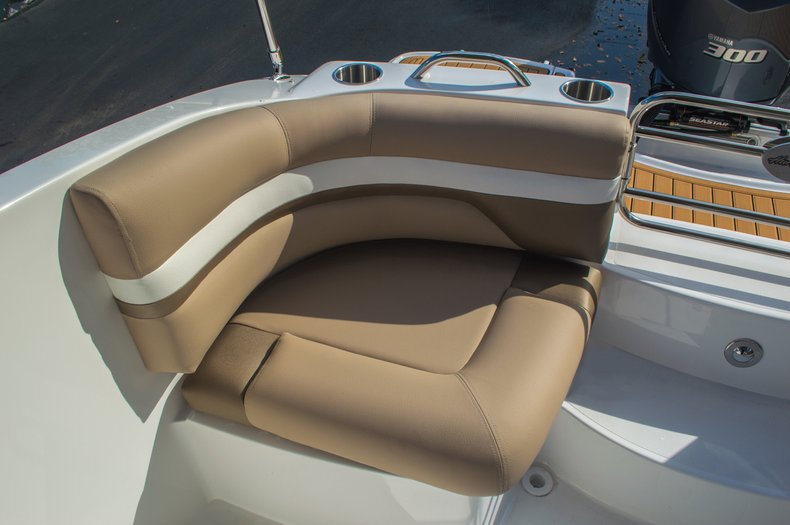 Thumbnail 28 for New 2016 Hurricane SunDeck SD 2690 OB boat for sale in West Palm Beach, FL