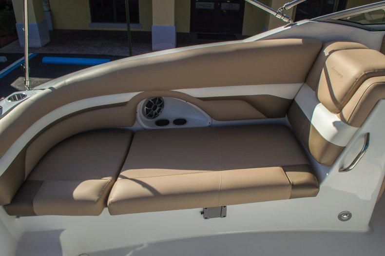 Thumbnail 29 for New 2016 Hurricane SunDeck SD 2690 OB boat for sale in West Palm Beach, FL