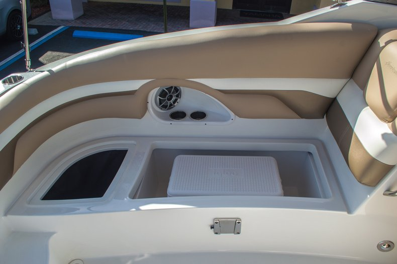 Thumbnail 30 for New 2016 Hurricane SunDeck SD 2690 OB boat for sale in West Palm Beach, FL