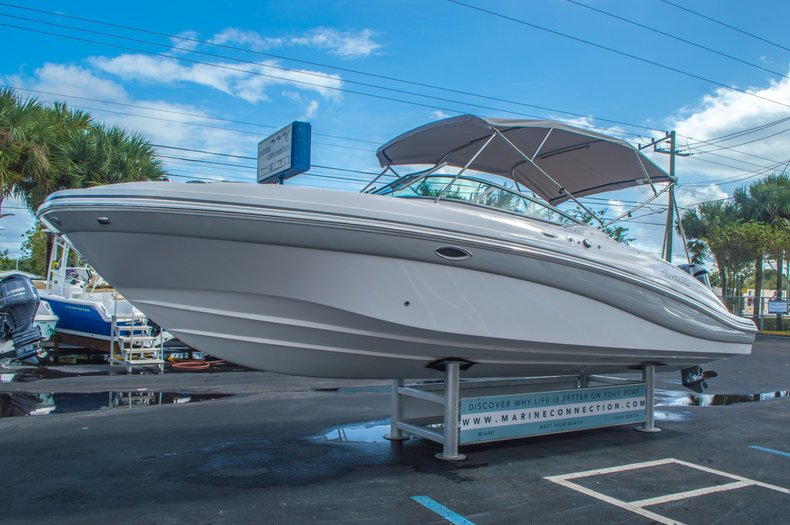 Thumbnail 3 for New 2016 Hurricane SunDeck SD 2690 OB boat for sale in West Palm Beach, FL