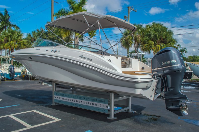 Thumbnail 5 for New 2016 Hurricane SunDeck SD 2690 OB boat for sale in West Palm Beach, FL