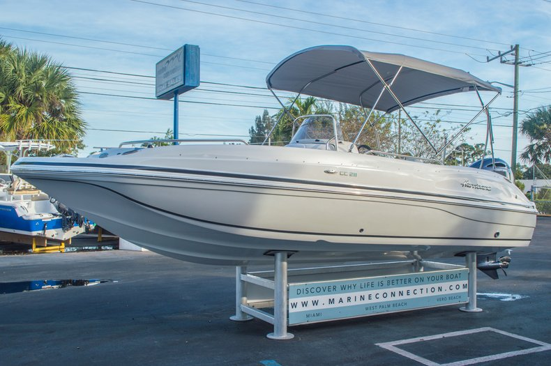 Thumbnail 3 for New 2016 Hurricane CC211 Center Consle boat for sale in West Palm Beach, FL