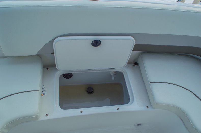 Thumbnail 16 for New 2016 Hurricane CC211 Center Consle boat for sale in West Palm Beach, FL