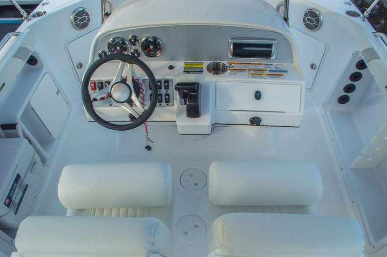 Thumbnail 21 for New 2016 Hurricane CC211 Center Consle boat for sale in West Palm Beach, FL