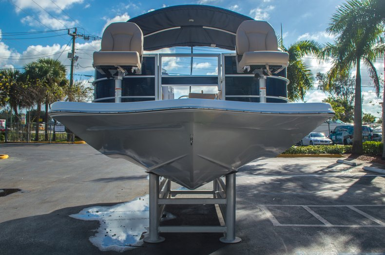Thumbnail 2 for New 2016 Hurricane FunDeck FD 216 OB boat for sale in West Palm Beach, FL