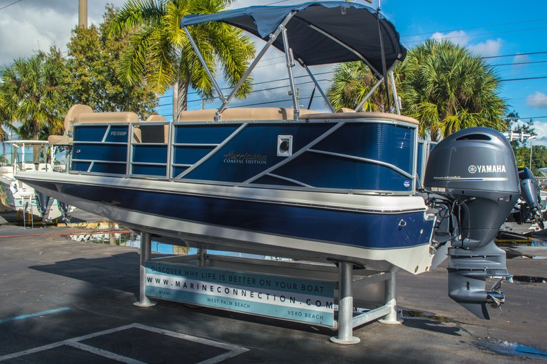 Thumbnail 5 for New 2016 Hurricane FunDeck FD 216 OB boat for sale in West Palm Beach, FL