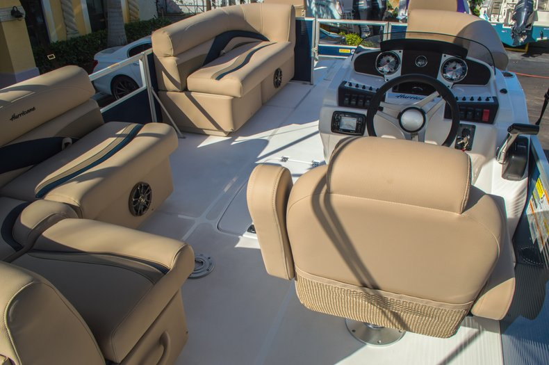 Thumbnail 8 for New 2016 Hurricane FunDeck FD 216 OB boat for sale in West Palm Beach, FL