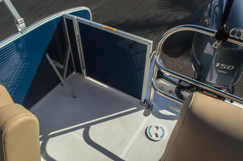 Thumbnail 10 for New 2016 Hurricane FunDeck FD 216 OB boat for sale in West Palm Beach, FL