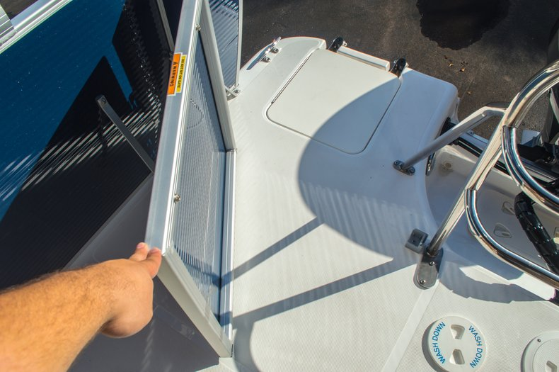 Thumbnail 11 for New 2016 Hurricane FunDeck FD 216 OB boat for sale in West Palm Beach, FL