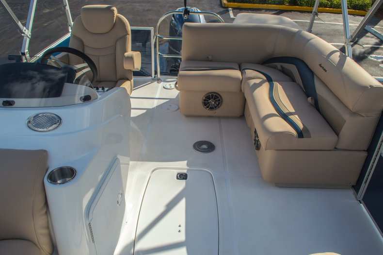 Thumbnail 12 for New 2016 Hurricane FunDeck FD 216 OB boat for sale in West Palm Beach, FL