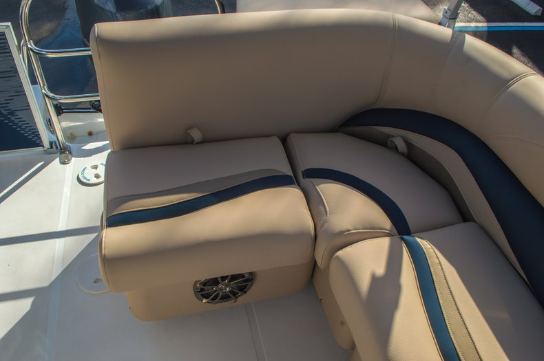 Thumbnail 13 for New 2016 Hurricane FunDeck FD 216 OB boat for sale in West Palm Beach, FL