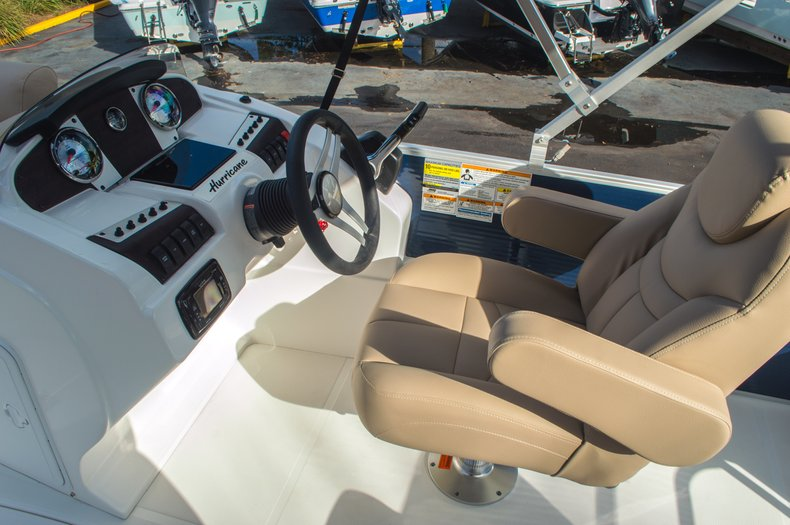 Thumbnail 18 for New 2016 Hurricane FunDeck FD 216 OB boat for sale in West Palm Beach, FL