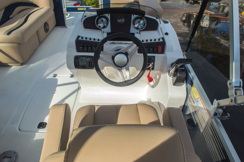 Thumbnail 19 for New 2016 Hurricane FunDeck FD 216 OB boat for sale in West Palm Beach, FL