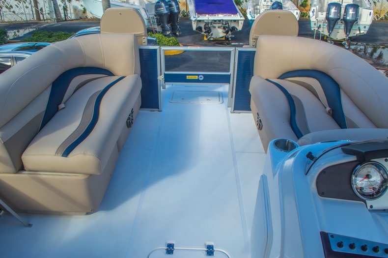 Thumbnail 34 for New 2016 Hurricane FunDeck FD 216 OB boat for sale in West Palm Beach, FL