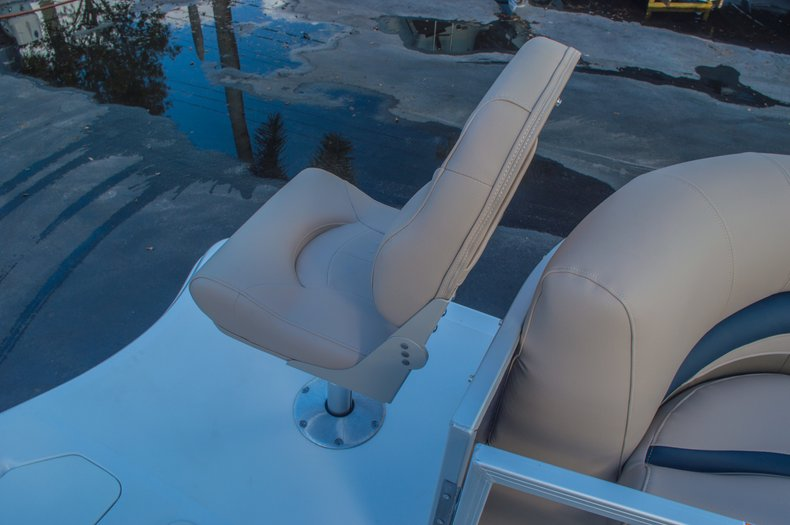Thumbnail 41 for New 2016 Hurricane FunDeck FD 216 OB boat for sale in West Palm Beach, FL