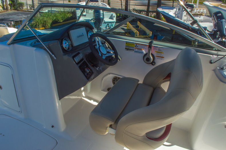 Thumbnail 26 for New 2016 Hurricane SunDeck SD 2200 OB boat for sale in West Palm Beach, FL