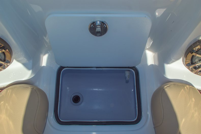 Thumbnail 46 for New 2016 Hurricane SunDeck SD 2200 OB boat for sale in West Palm Beach, FL